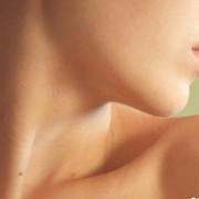 Причины появления папиллом на шее. Лечение наростов в домашних условиях. Как лечить и навсегда избавиться от инфекции?