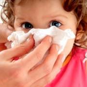 Основные причины, почему у ребенка течет кровь из носа. Как остановить носовое кровотечение?