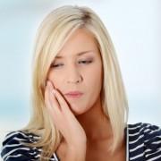 Распространённые причины возникновения привкуса железа во рту у женщин.